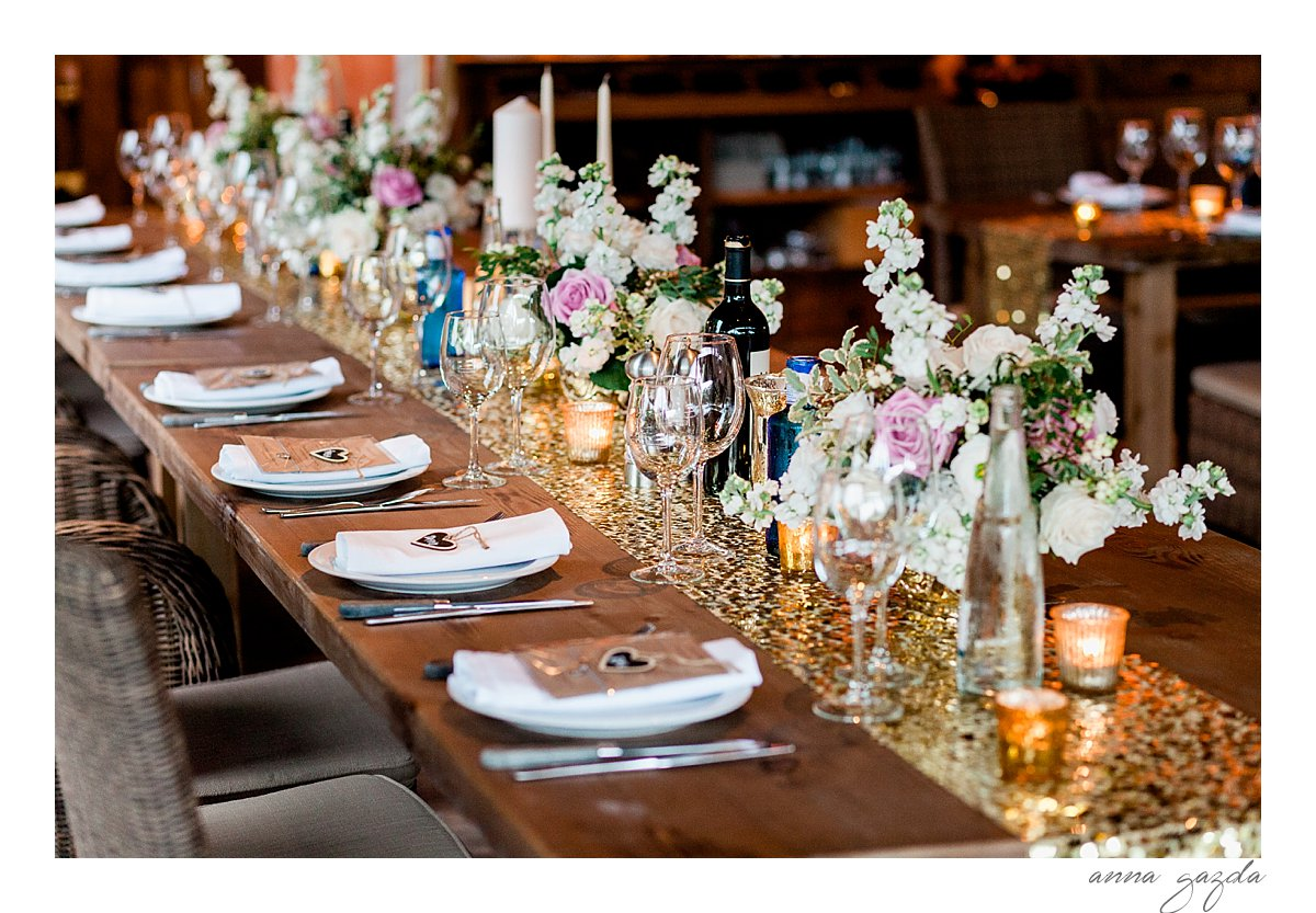 pink and white flower with gold cutlery and sparkling details create a stylish and timeless wedding decor