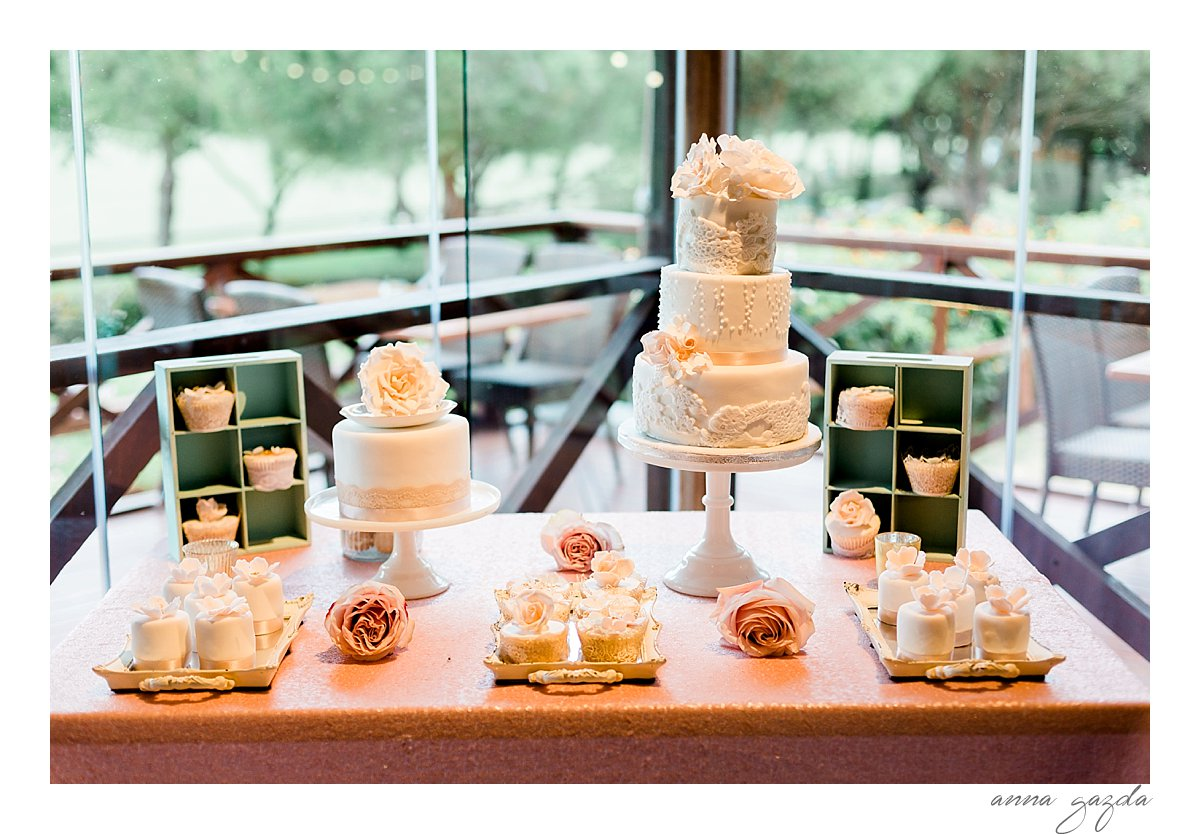 amazing wedding cake an dessert table