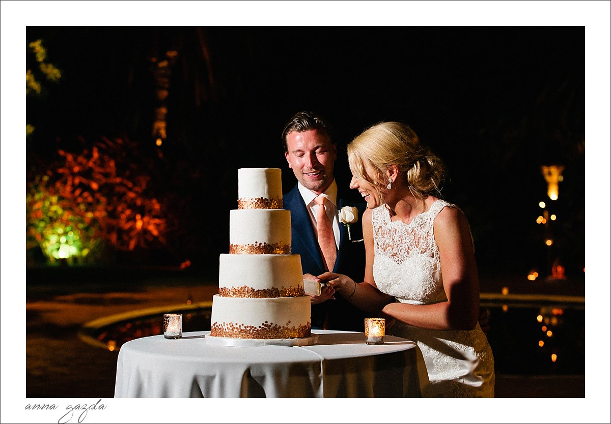 elegant white and gold wedding cake Marbella