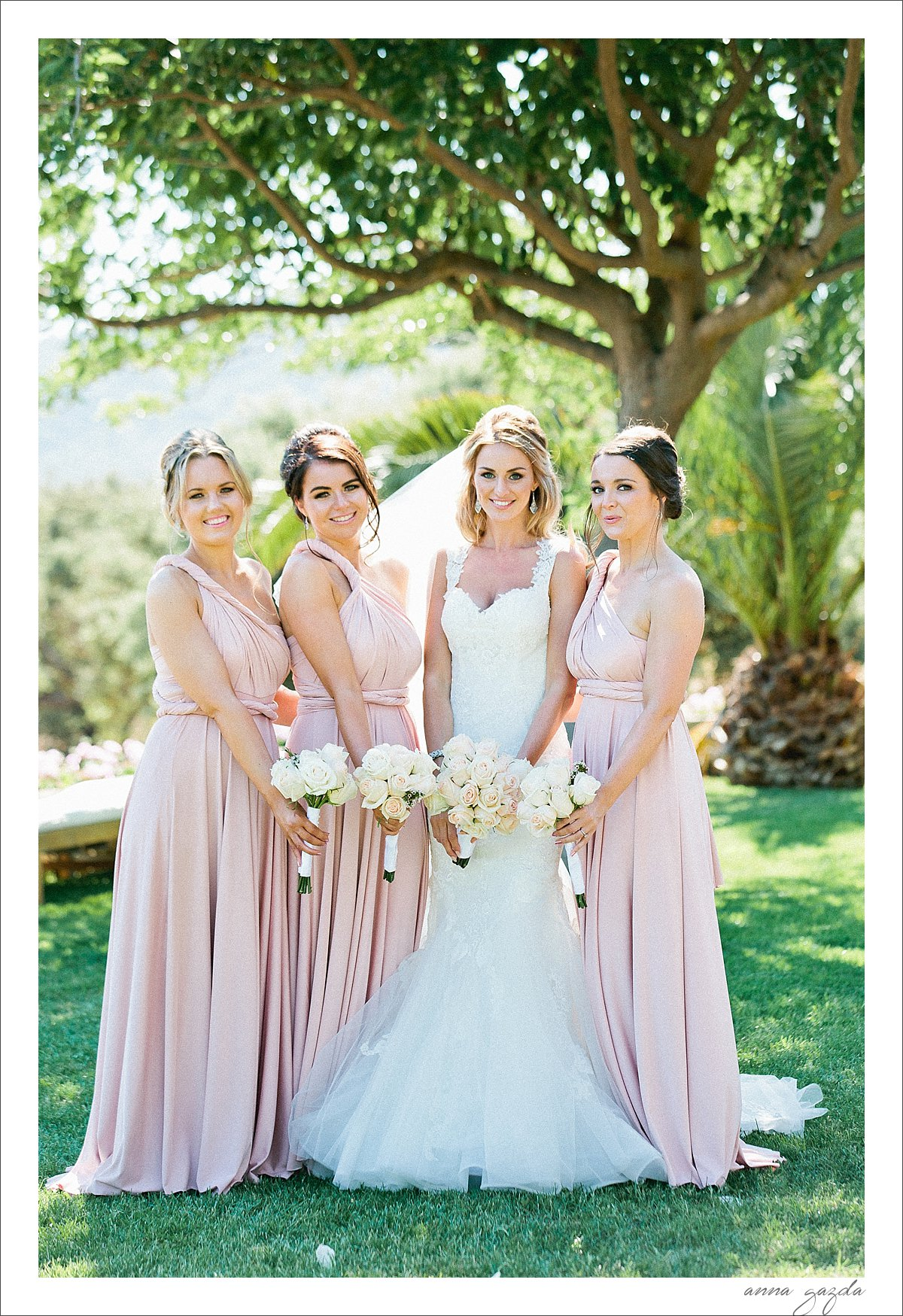 the bride and her bridesmaids in The Lodge Ronda