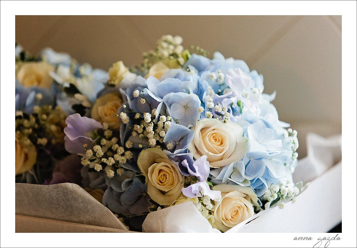 white and blue bridal bouquet Benahavis