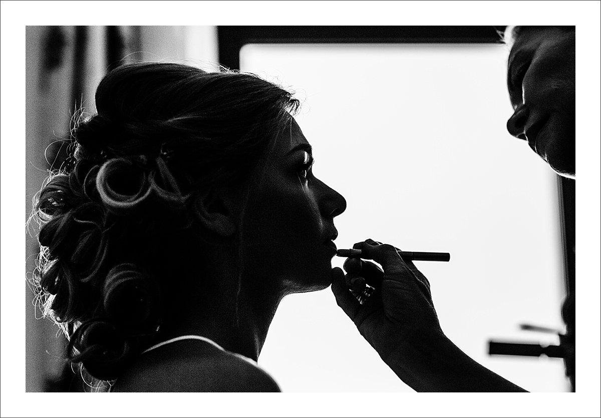 bride getting ready in a villa in Marbella