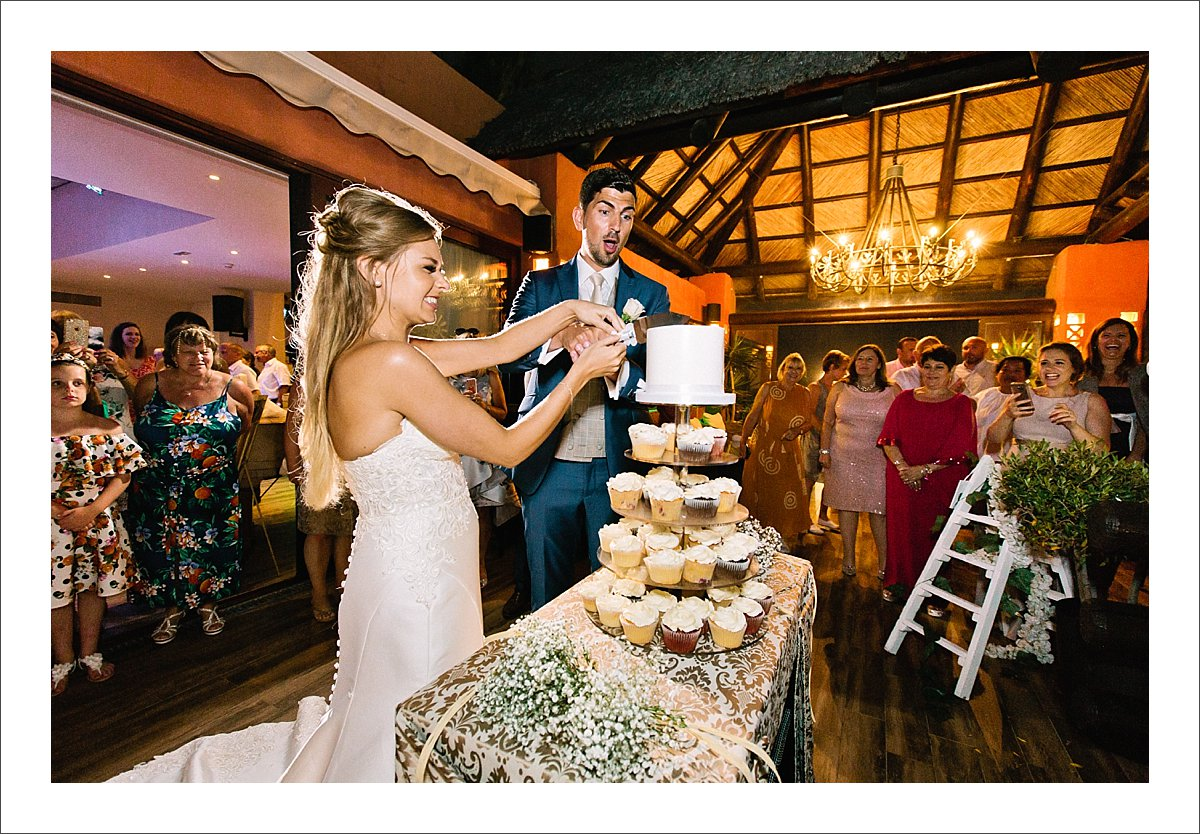 Tikitano wedding cutting of the cake