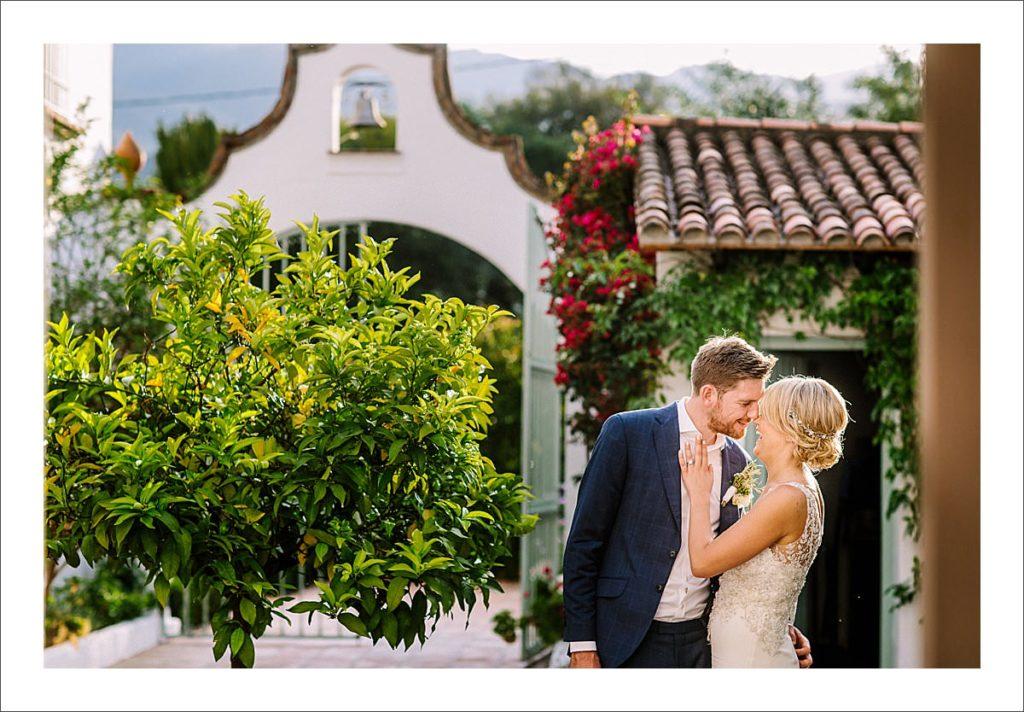 wedding photographer Spain bride and groom portrait rosa blanca